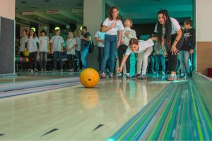Фамильный дом помог провести благотворительный турнир по боулингу