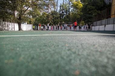 Оновили покриття на стадіоні біля 38-й школи
