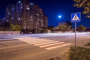 Обезопасили пешеходные переходы на участке улицы Малиновского