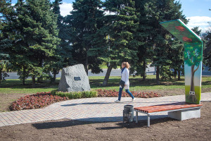 В Одессе установили памятный знак в честь журналиста Бориса Деревянко