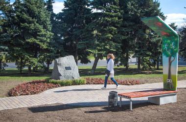 В Одесі встановили пам'ятний знак на честь журналіста Бориса Дерев'янка